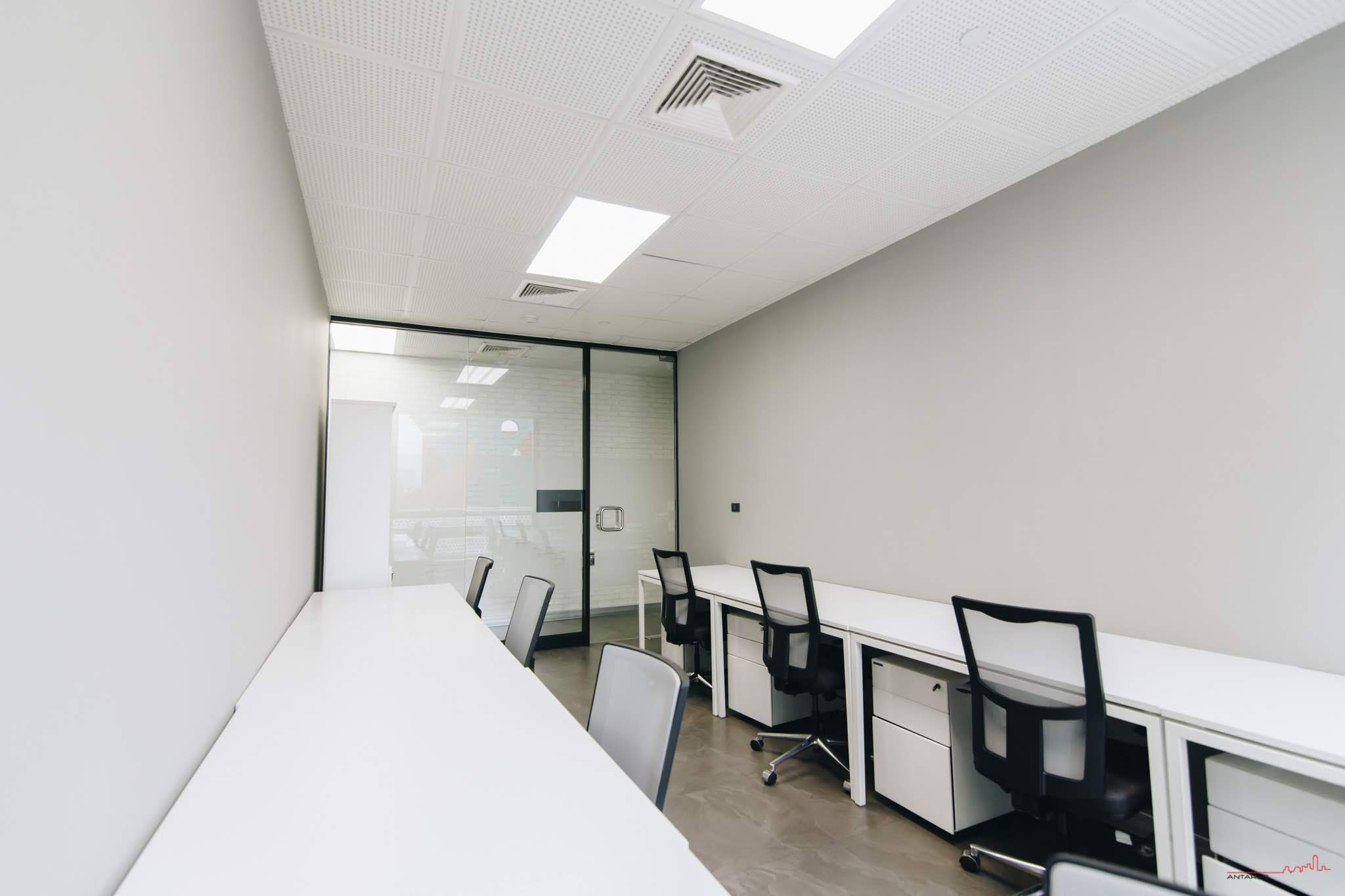 7-person-window-office