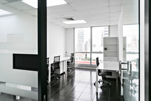 4-persons-window-office-bangkok