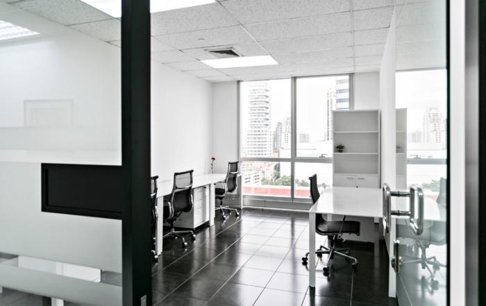 4-persons-window-office-bangkok