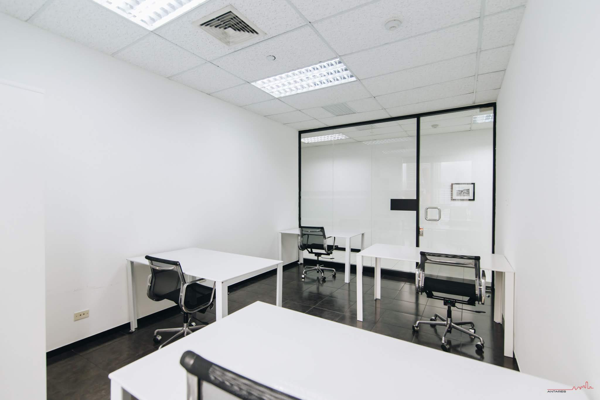 4-person-window-office-bangkok