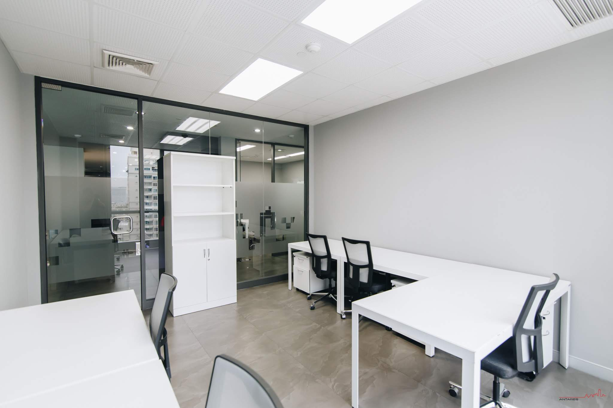 5-person-window-office